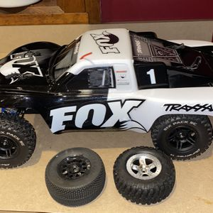 Traxxas Slash 2wd Upgraded for Sale in Southington, CT