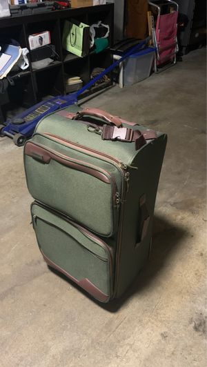 New protege luggage case green with bag inside for Sale in Middletown, CT