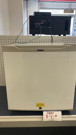Haier mini fridge for Sale in Houston, TX