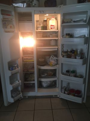 GE Refrigerator for immediate sale for Sale in Houston, TX