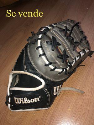 Baseball / softball Glove A2000 for Sale in Miami, FL