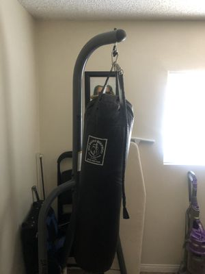 Everlast heavy bag for Sale in Los Angeles, CA