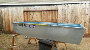 2001 9ft aluminum boat by Klamath with a Minnkota trolling motor for Sale in Oakley, CA