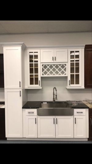 Kitchen cabinets and vanities for Sale in Houston, TX
