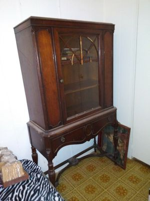 Antique China Cabinet for Sale in Brooksville, FL