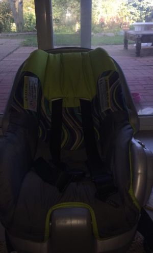 baby car seat selling for best offer for Sale in Monticello, MN