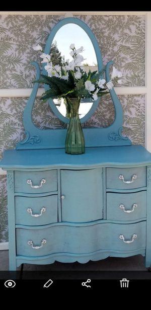 Vintage dresser with mirror 125.00 for Sale in Clovis, CA