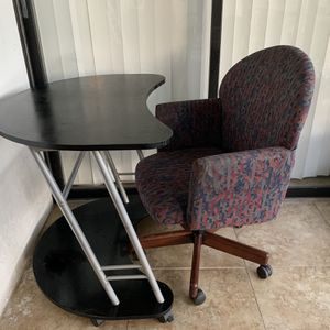 Office chair and table set for Sale in Fort Lauderdale, FL