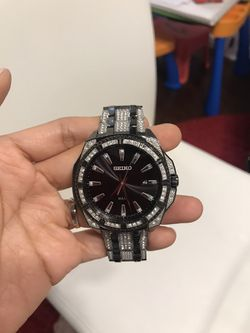 Seiko Men's Black and Silver Stainless Steel Bracelet Watch.Small Wrist for Sale in Arlington,  TX