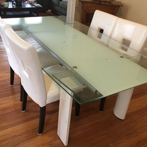 Tempered glass dining set (table and 4 chairs) for Sale in Bayonne, NJ
