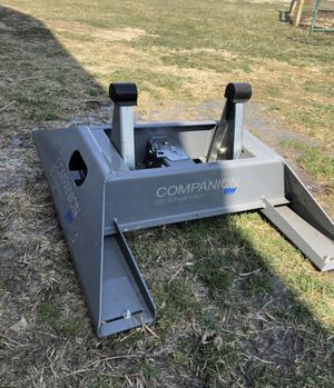B&W 5th Wheel Companion hitch base for Sale in Highland, IL