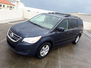 2009 Volkswagen routan minivan for Sale in Tampa, FL