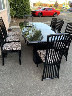Beautiful Black and White Dining Set - Delivery Available for Sale in Tacoma,  WA