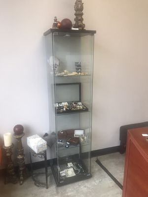 Glass case display holder for Sale in Livonia, MI
