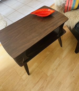 Pair of beautiful mid century modern two tier end tables ! for Sale in Phoenix, AZ