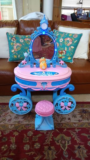 Disney Princess Cinderella Vanity for Sale in Albuquerque, NM