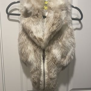 Fur Vest ( Worn Once ) for Sale in Lake Stevens, WA
