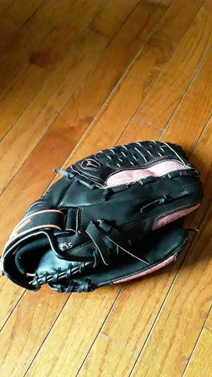 "Mizuno Girls Softball glove 12.5"" for Sale in Fresno, CA"