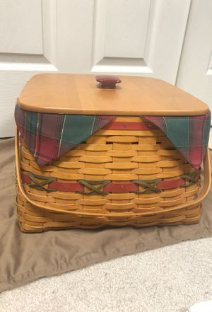 2000 Christmas longaberger basket ...does have minor scuffs on lid for Sale in Providence, KY