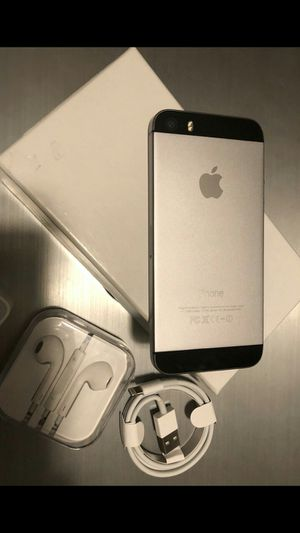 iPhone 5S - excellent condition, factory unlocked, clean IMEI for Sale in Fort Belvoir, VA