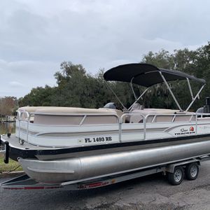 2015 SUNTRACKER PARTY BARGE 24 DLX! 150HP MERCURY MOTOR! ONLY 93 HOURS! LOWRANCE GPS AND FISH FINDER! ELECTRONIC BIMINI TOP! POWER POLE! LED LIGHTS UN for Sale in Orlando, FL