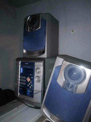 Stereo system with 2 Speakers for Sale in Bronx, NY