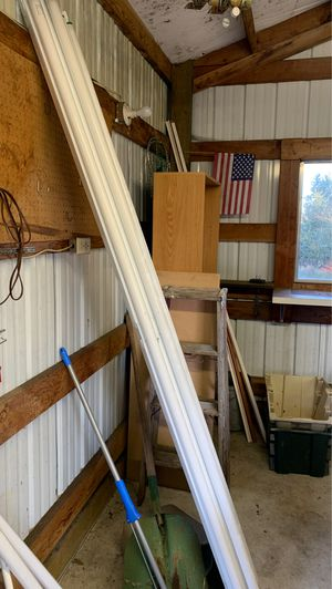 Free fluorescent lighting for Sale in Yelm, WA