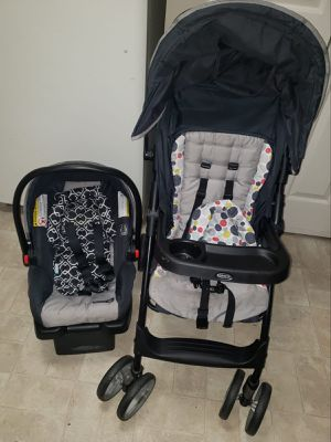 Infant car seat with stroller for Sale in Durham, NC