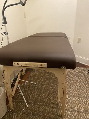 Earthlite massage table for Sale in Alvarado, TX