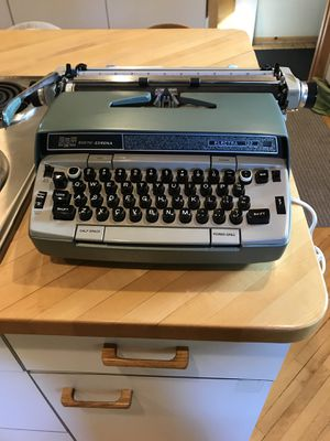 Vintage electric ELECTRA 120 Smith Corona typewriter with hard case. for Sale in Shorewood, MN
