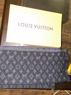 Louis Vuitton scarf for Sale in St. Louis, MO