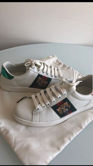 [Gently worn] Gucci Ace Sneakers Size 9 for Sale in Smithtown, NY