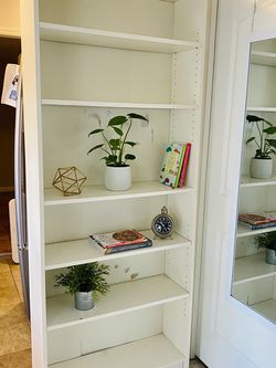 Bookcase With 6 Adjustable Shelves for Sale in Whittier,  CA