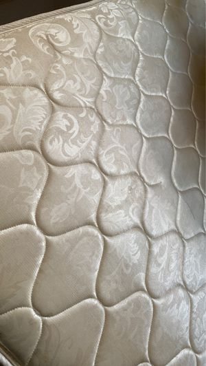 Free queen mattress for Sale in Los Angeles, CA