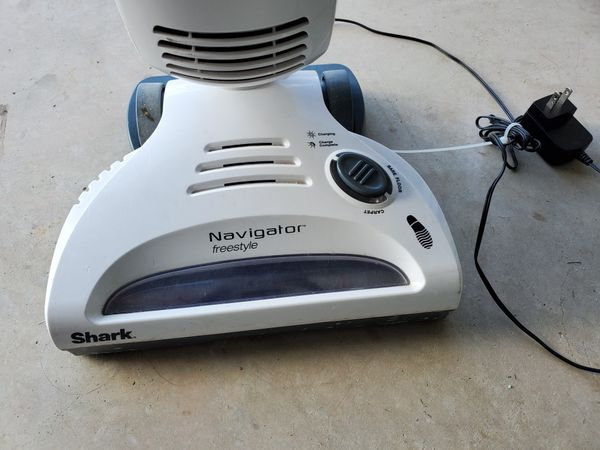 Shark cordless vacuum cleaner in good condition