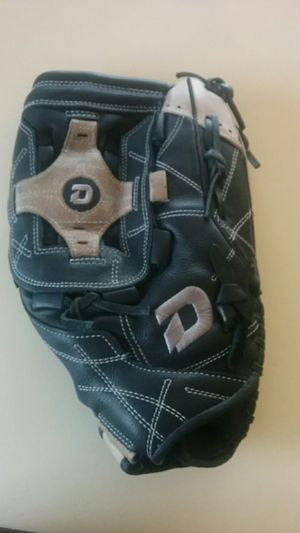 Demarini Diablo Ecco 14 softball glove for Sale in Chandler, AZ