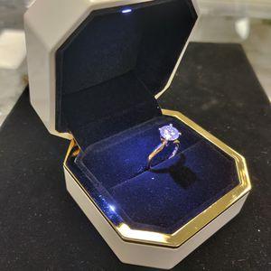 1.5 ct Diamond Ring VvS 1 / F Color for Sale in Utica, MI
