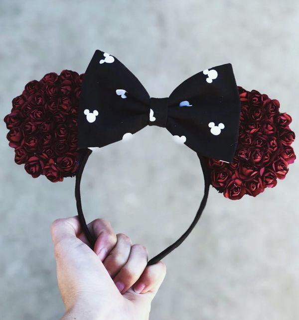 Disney burgundy Minnie Mouse ears 🖤💋