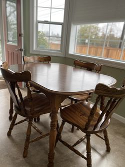 Dining Room Table And Chairs for Sale in Puyallup,  WA