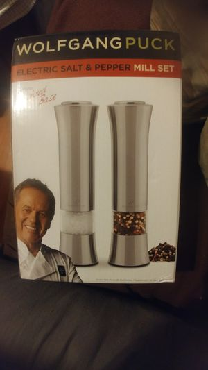 Wolfgang Puck electric salt and pepper mill set for Sale in Columbus, OH