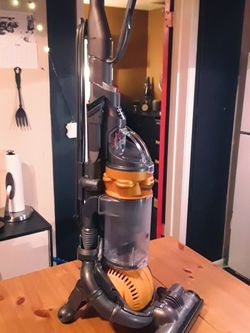 Dyson DC25 Ball All-Floors Upright Vacuum Cleaner - RETAIL $399 for Sale in Seattle,  WA