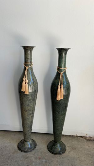 Pair of Decorative Urns for Sale in Bellevue, WA