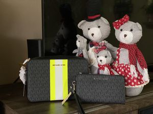 Michael kors jet set with wallet for Sale in Arlington, TX