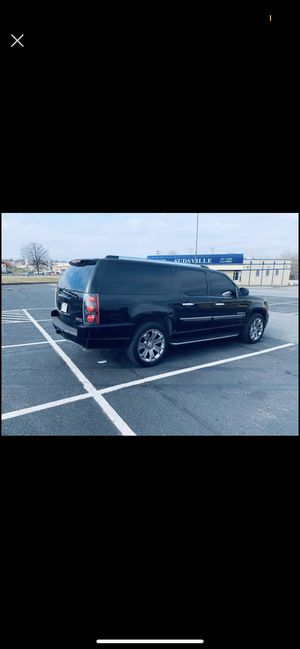 GMC yukon xLt 2007 clean title 138678 miles 4x4 good condition for Sale in Silver Spring, MD
