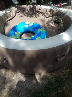 Clearing out jacuzzi. 200$ everything works, just never used. for Sale in Houston, TX