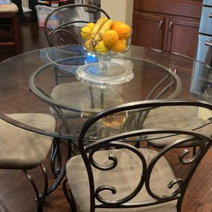 Round Glass Table With 4 Chairs for Sale in Fresno, CA