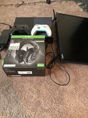 Xbox one with 2 controllers headset and gaming monitor and games for Sale in Thompson's Station, TN