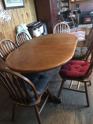 Kitchen table with 6 chairs (also has 2 leaf extensions) for Sale in Marysville, WA