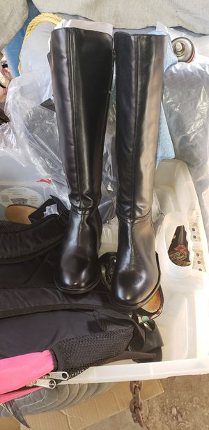 Very nice boots in excellent condition like new size 4 for Sale in Bakersfield, CA
