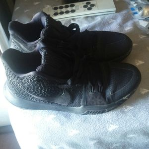 Kyrie nike size 8 shoes for Sale in Evansville, IN